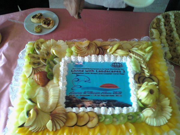 تورتة أفتتاح المؤتمر الدولى الثانى للتعايش مع هيئة الأرض بجامعة الأسكندرية فرع دمنهور