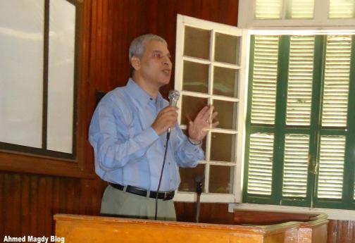 الدكتور جودة التركمانى رئيس قسم الجغرافيا يلقى كلمتة خلال اللقاء السنوى للجغرافيين